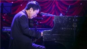 Lệ Quyên, Tấn Minh hát để động viên tinh thần nhạc sĩ Phú Quang đang nằm viện