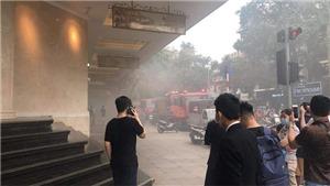 Hà Nội: Ô tô đột ngột bốc cháy dưới tầng hầm Tràng Tiền Plaza