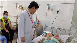 Bệnh nhân phải cắt cụt chân vì tự ý đắp lá cây lên vết thương