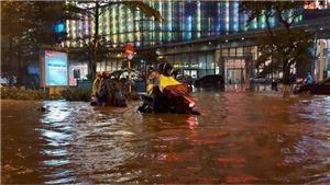 Hà Nội lý giải việc mưa ngập và hư hỏng bảng tuyên truyền nhiều tuyến phố