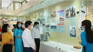 Khai mạc trưng bày chuyên đề 'Người đi tìm hình của nước'