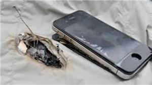 Bé 7 tuổi tử vong do dùng điện thoại đang sạc pin