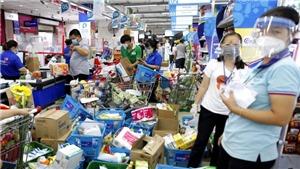 Người dân TP.HCM đổ xô đi mua hàng hóa, thực phẩm