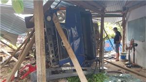Xe tải mất lái tông chốt kiểm soát dịch khiến đại úy công an bị cuốn vào gầm
