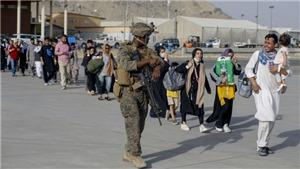 Dư luận Mỹ cho rằng quân đội nên ở lại tới khi sơ tán hết đồng minh khỏi Afghanistan