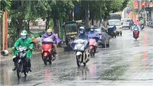 Bão số 5 cách bờ biển Quảng Trị - Quảng Nam hơn 200km, Trung Bộ mưa rất to