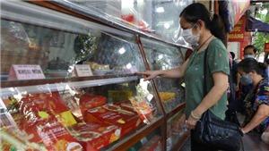 Người Hà Nội tấp nập mua bánh Trung Thu sau nới lỏng giãn cách 'vùng xanh'