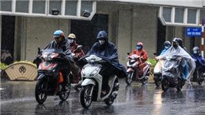 Mưa gây ngập nhẹ một số điểm phố Hà Nội nhưng không ách tắc giao thông