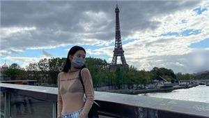 Jennie Blackpink diện áo 'xuyên thấu' checkin tháp Eiffef 'gây bão' like