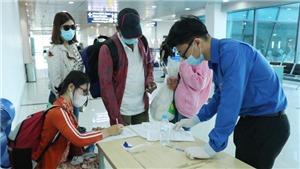 Hành khách đi máy bay vẫn phải kê khai thông tin di chuyển
