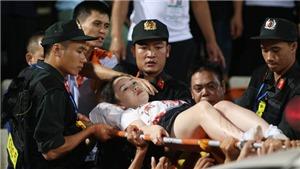 VIDEO: Nữ CĐV Hà Nội đã bị thương do pháo sáng như thế nào?