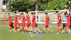 VIDEO Việt Nam đấu với Indonesia: Buổi tập đầu tiên của đội tuyển bóng đá VN tại Indo