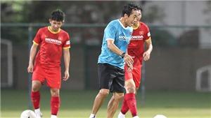 Việt Nam vs UAE: Trợ lý Lee Young Jin bước ra ánh sáng