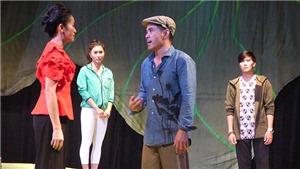 """Vở kịch 'Chạy"""": Hạnh phúc xanh và nhẹ như chiếc lá sen"""