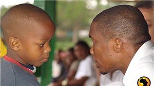 Bỏ tiền giúp người: Eto'o đón tin vui sau một thập kỷ