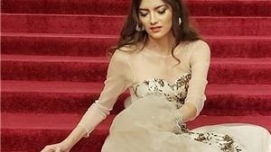 Thảm đỏ Oscar 2019: Lại có 'sự cố' vấp ngã trên cầu thang
