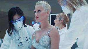 Katy Perry tung MV '365' đúng ngày Valentine, lại là áo dài của NTK Công Trí?