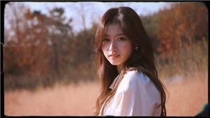 'Cưng xỉu' vẻ đẹp quyến rũ của Sana Twice trong cuốn sách ảnh đầu tiên