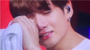 Jungkook khóc rất nhiều khi phải ngồi trình diễn cùng BTS ở London