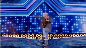 'X-Factor': BGK 'choáng' và sững sờ khi chứng kiến 1 thí sinh bị hụt chân rơi xuống sân khấu