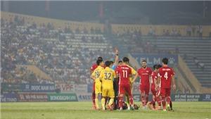 Tình huống bước ngoặt khiến Lâm Anh Quang nhận thẻ đỏ