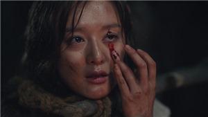 Kim Ji Won cắn đứt tay và bôi máu lên mắt để thực hiện lời nguyền trong tập 4 'Niên sử kí Arthdal'