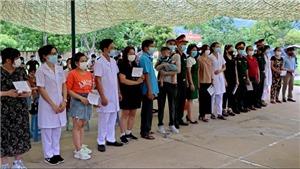 COVID-19: 90 công dân Việt Nam từ Liên bang Nga về nước hân hoan sau khi hoàn thành thời gian cách ly tập trung tại Hòa Bình