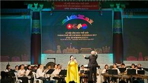 Xem Hoàng Yến - Hà Anh trình diễn 'Chiếc khăn Piêu' trong Lễ hội văn hóa thế giới TP.HCM – Gyeongju