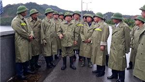 Phó Thủ tướng Trịnh Đình Dũng yêu cầu đảm bảo an toàn cho người dân khi bão số 4 đổ bộ.