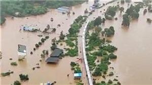 Ấn Độ huy động trực thăng giải cứu hành khách mắc kẹt trong mưa lũ