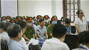 Vụ gian lận điểm thi tại Hòa Bình: Ngày làm việc thứ 3, phiên tòa tiếp tục thẩm vấn, xét hỏi các bị cáo