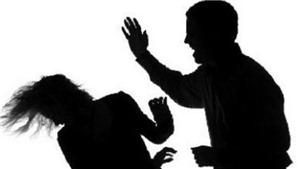 Phê chuẩn quyết định khởi tố kẻ đánh đập một cô gái trẻ ở thị xã Nghĩa Lộ, Yên Bái