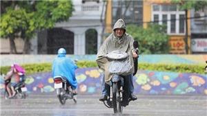 Hà Nội đón cơn mưa giải nhiệt sau những ngày nóng kỷ lục, nhiều tuyến đường bị ngập
