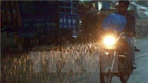 Đêm 2/9, mưa và dông bao trùm các khu vực trong cả nước