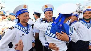 Tiễn đoàn tàu mang Tết ra huyện đảo Trường Sa