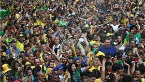 Hạnh phúc của cổ động viên Brazil...giờ mới bắt đầu