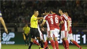 VIDEO: CẬN CẢNH tình huống cầu thủ TP.HCM phẫn nộ bị từ chối penalty