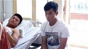 Sau tai nạn kinh hoàng, cầu thủ Long An tới bệnh viện xin lỗi Văn Hào