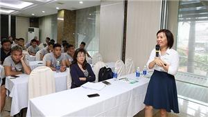 Thầy trò HLV Miura học kiến thức dinh dưỡng để mong trụ hạng