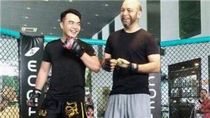Cay mũi vì người nhà thua trận, Flores hẹn thách đấu Lưu Cường