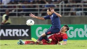 Xót xa khi Quế Ngọc Hải lĩnh trọn cú đạp gầm giày của tuyển thủ Thái Lan