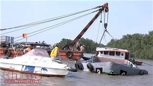 Va chạm với tàu chở container, xà lan chìm xuống sông Sài Gòn, 2 người mất tích