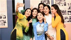 'Bạn gái tin đồn' của cầu thủ Phan Văn Đức trình diễn áo dài Ngọc Hân