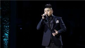Liveshow 'Khánh 30': Vũ Duy Khánh khóc nghẹn khi hát về cha, tự thử thách mình với Bolero