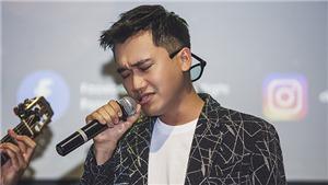 Xuân Nghị hội ngộ Trung 'Ruồi', trổ tài ca hát trong fan meeting tại Hà Nội