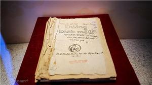 Trao tặng Bảo tàng Hồ Chí Minh hai ấn phẩm tiếng Italia về Chủ tịch Hồ Chí Minh