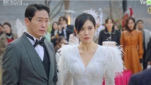 'Penthouse: Cuộc chiến thượng lưu': Seo Jin đính hôn với Dan Tae lại tương tư chồng cũ