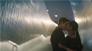 Tạm biệt 'Vincenzo': Fan Việt 'phát cuồng' vì nụ hôn của Song Joong Ki và Jeon Yeo Bin