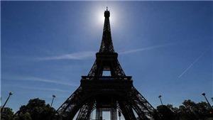 Biểu tình lớn ở Paris phản đối 'giấy thông hành Covid-19'