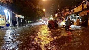 TP.HCM: Mưa lớn kéo dài, nhiều tuyến đường ngập nặng